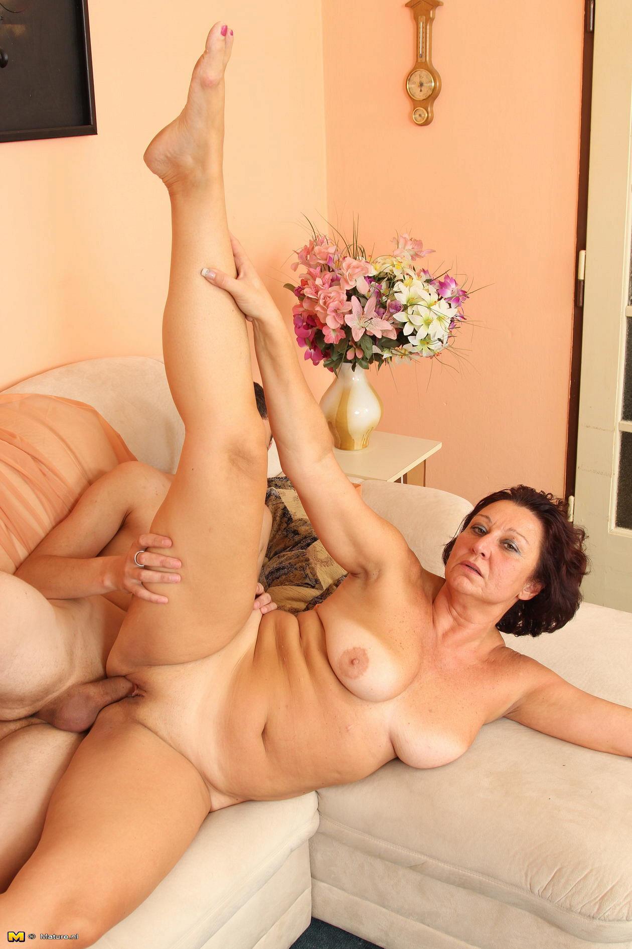 Секс видео онлайн. Смотреть бесплатно XXX порно ролики.