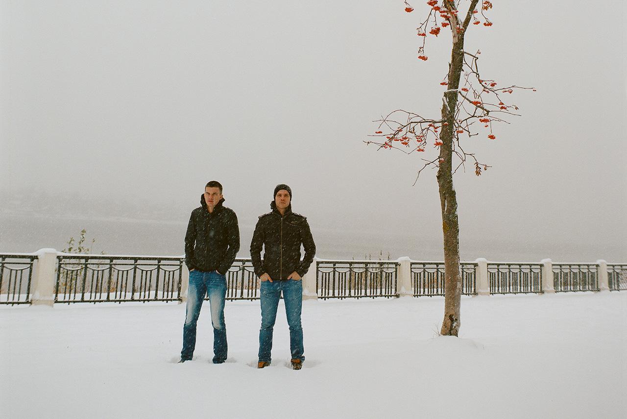 Куда бы ни приехали с гастролями новороссиец Иван Естегнеев и челябинец Евгений Кулагин, их везде и уже давно называют костромичами