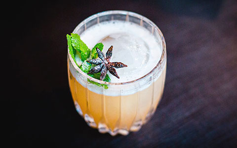 Stay True Bar: коктейли в честь рок-звезд меньше чем за $5