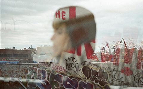 Премьера нового клипа Муджуса «Geist»: призраки в Нью-Йорке и летняя меланхолия