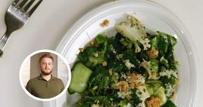 Зеленый салат с соусом шисо