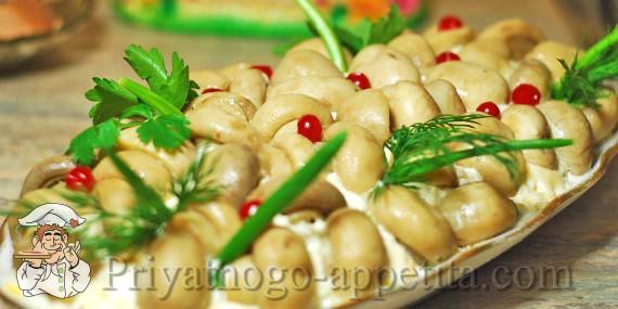 Салаты с маринованными грибами рецепты простые и вкусные