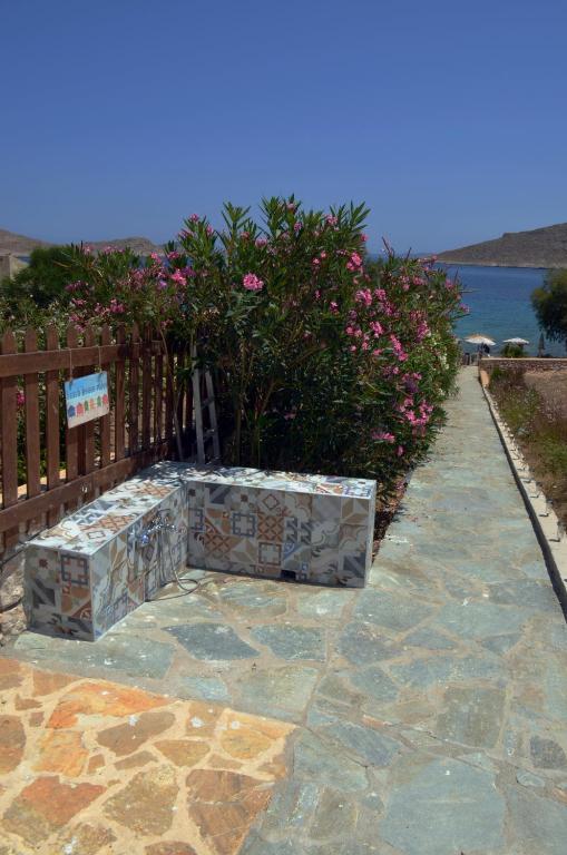 Гостиницу в остров Халки на побережье недорого