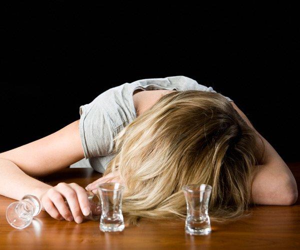 Как помочь алкоголику выйти из запоя если он этого не хочет