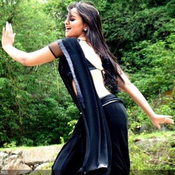 Chamak Challo Chel Chabeli - Rowdy Rathore (Video
