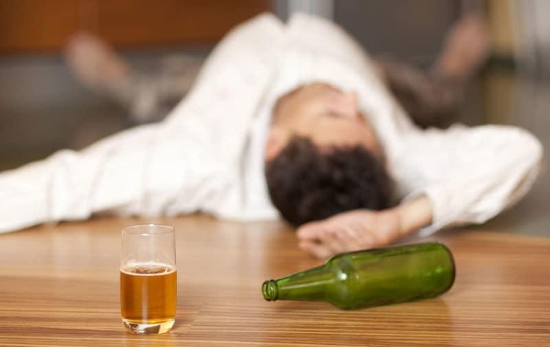 Как вывести человека от длительного запоя в домашних условиях
