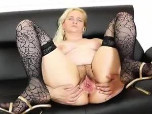 Porn amature 40s hidden cam