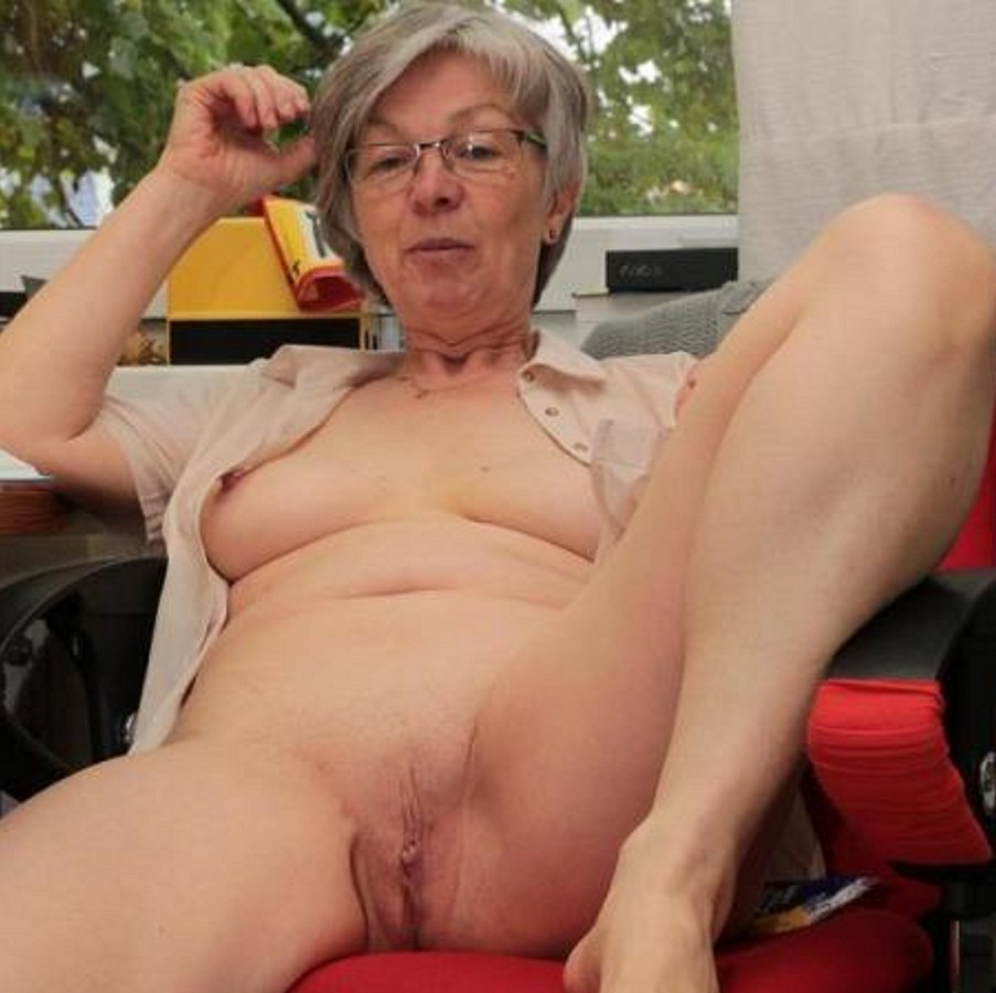 nude sexy old lady
