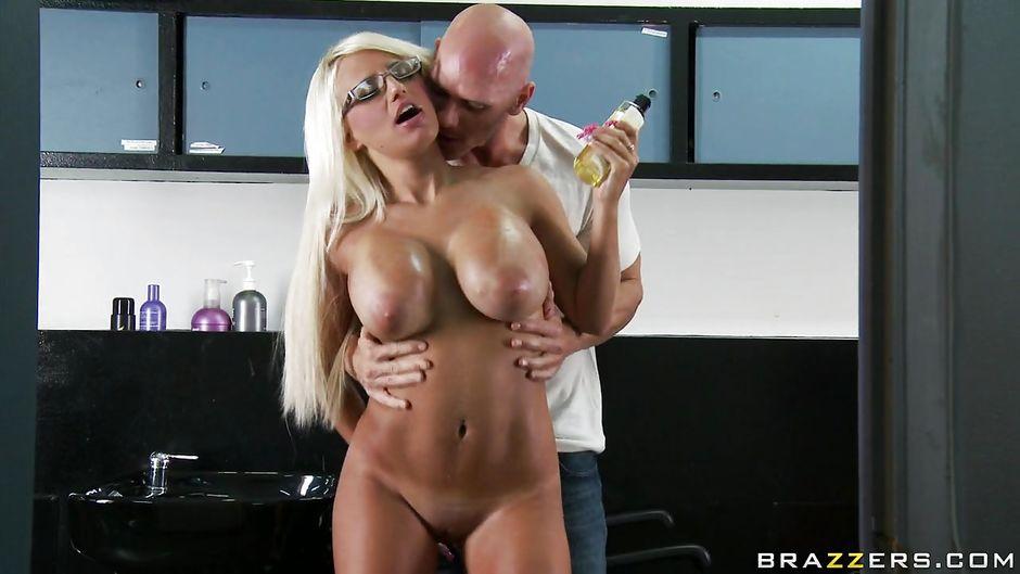 Huge tit sex creampie