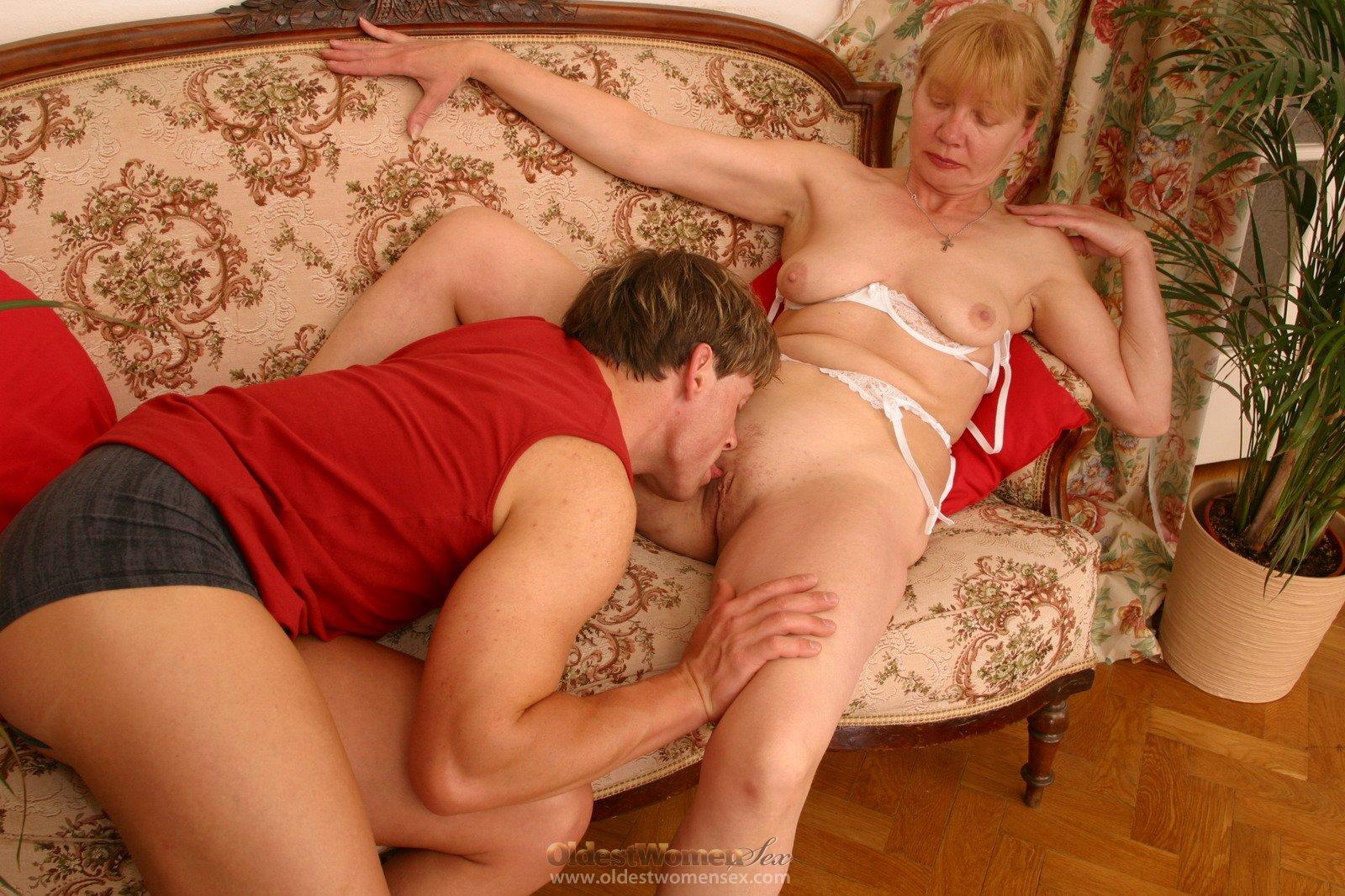 Русское порно мужик лижет пизду взрослой женщине — pic 9