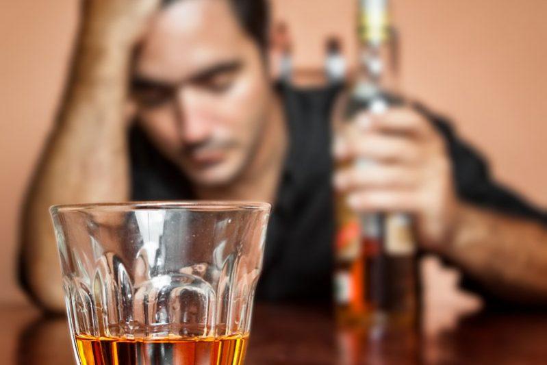 Как помочь женщине бросить пить