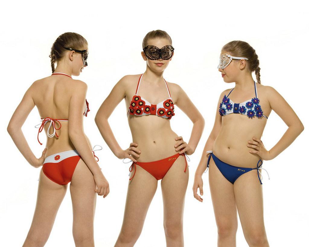 девочки примеряют купальники фото