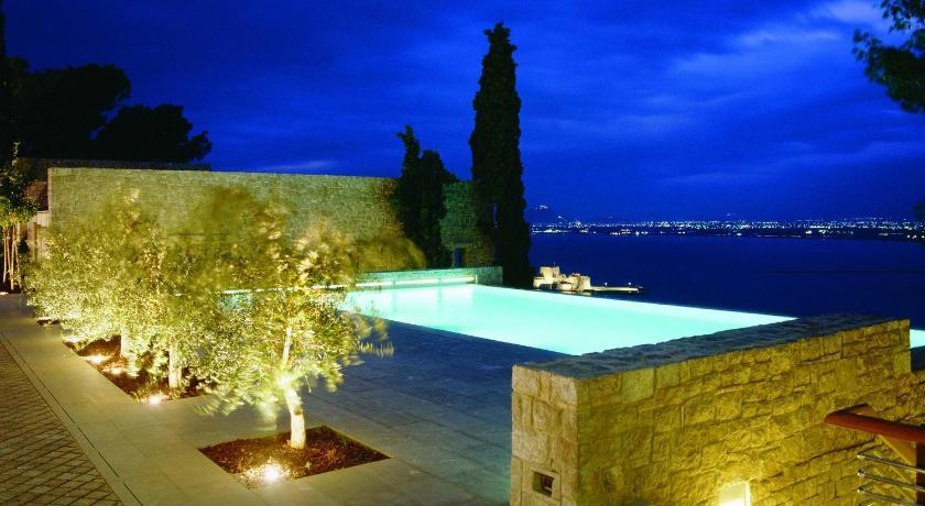 Виллу в Нафплион с бассейном