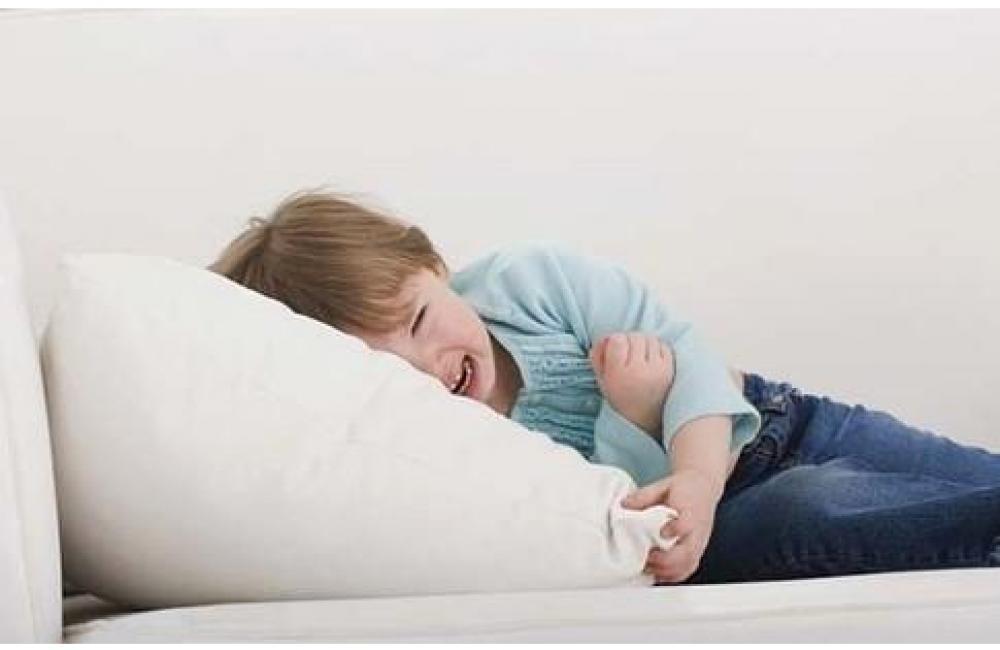 У ребенка болит живот и температура 38-39: причины