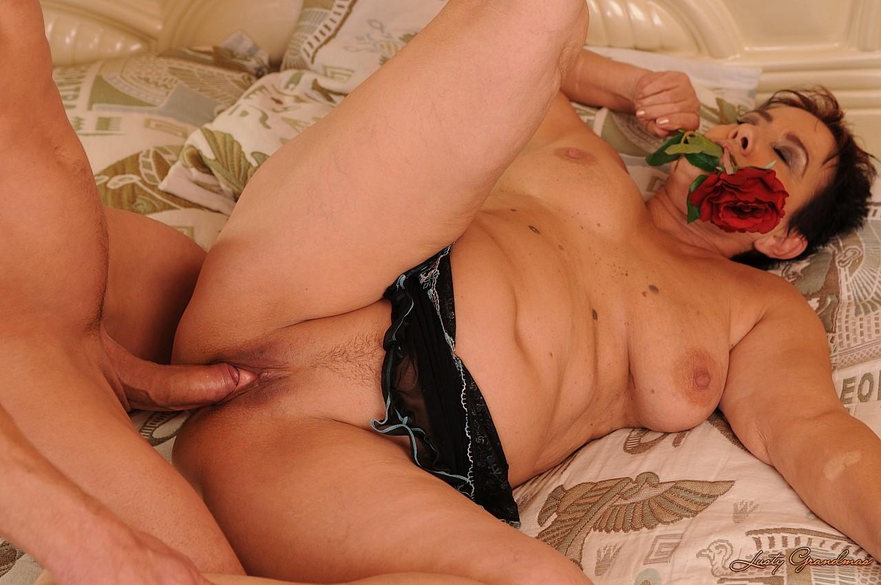 Толстые женщины с молодыми парнями порно секс, Толстые и жирные женщины порно видео 24 фотография