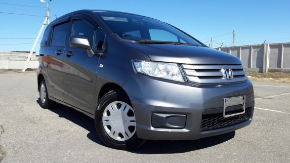 Продам авто Тойота Приус 2011 в Хабаровске
