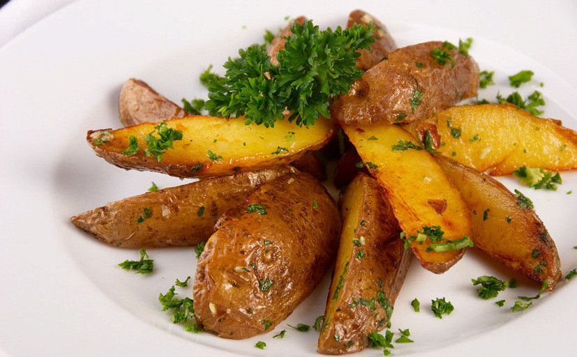 Ресторан Шашлычный дворик - фотография 1 - Картошка по деревенски