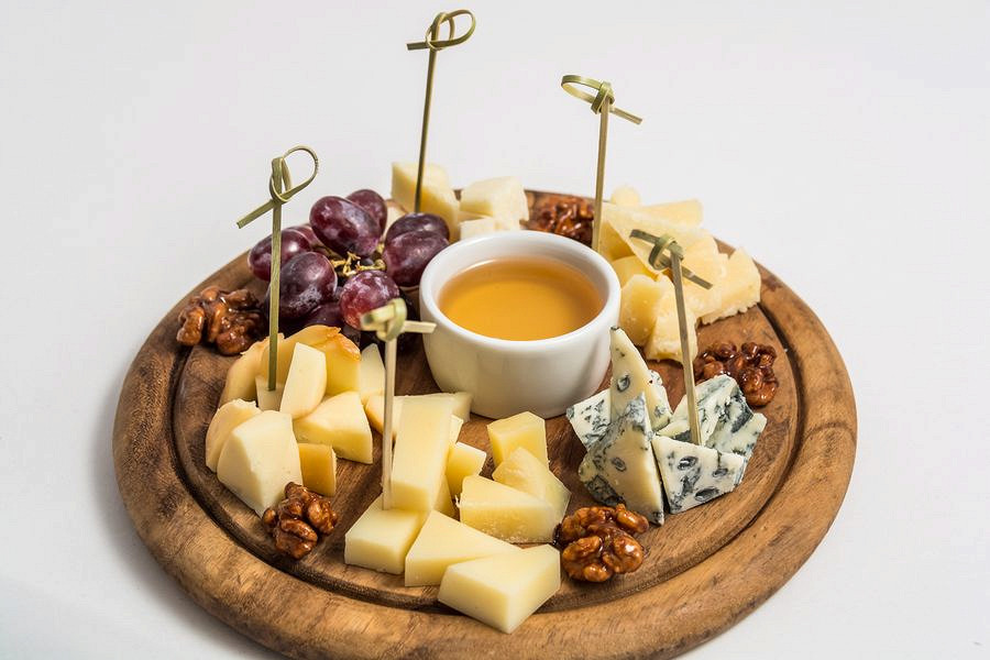 Ресторан Де Марко - фотография 34 - Ассорти из итальянских сыров.
