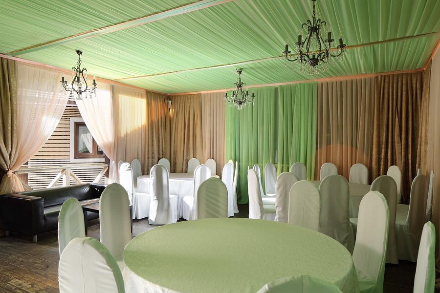 Ресторан Маска - фотография 9 - Летняя веранда