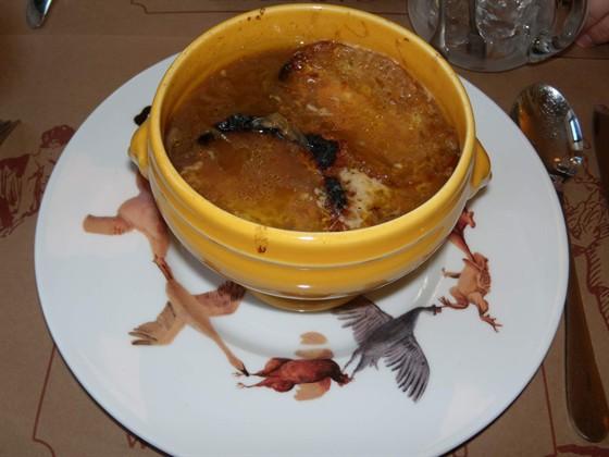 Ресторан Garçon - фотография 10 - Луковый суп.