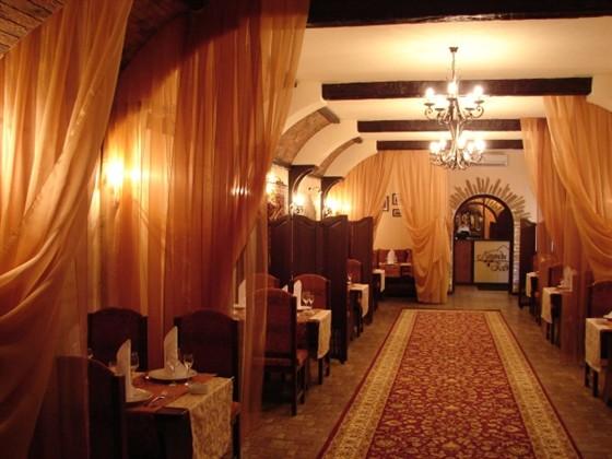 Ресторан Легенды Кавказа - фотография 4 - Общий зал ресторана
