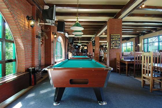 "Ресторан Три кабана - фотография 6 - Бильярдные столы в Баре ""Три кабана"""