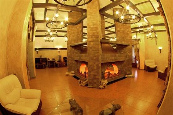 Ресторан Графский - фотография 14 - Каминный зал