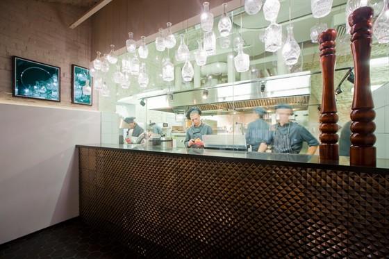 Ресторан Graf-in - фотография 20 - открытая кухня