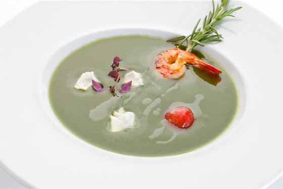 Ресторан Де Марко - фотография 16 - Легкий суп-крем из шпината с креветками и козьим сыром