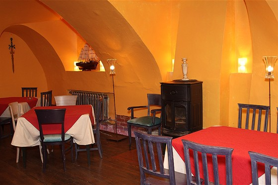 Ресторан Свои люди - фотография 6 - Малый каминный зал