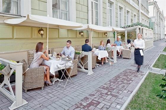 Ресторан Legran - фотография 12 - Летняя терраса