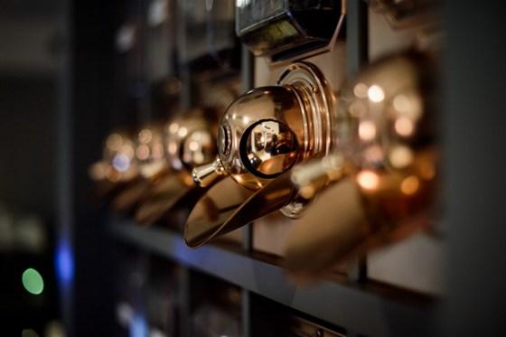 Ресторан Sicaffe - фотография 7 - 6 сортов кофе, обжарка кофейных зерен каждый день в зале. Свежеобжаренные зерна хранятся не более 10-ти дней.