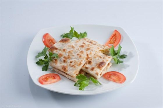 Ресторан Бардак - фотография 15 - Турецкие лепешки гезлеме - продаются только в Бардаке