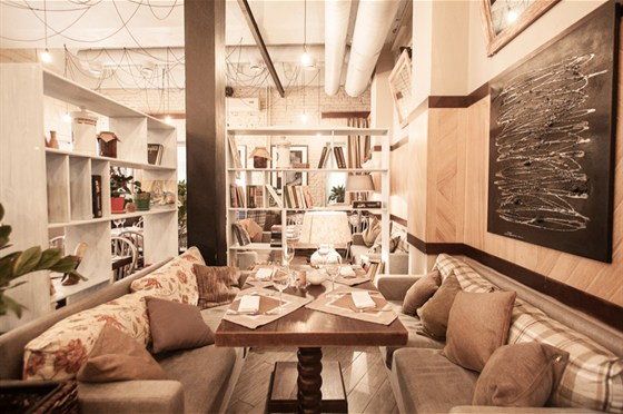 Ресторан I Want Cafe - фотография 7 - Каминный зал I WANT cafe