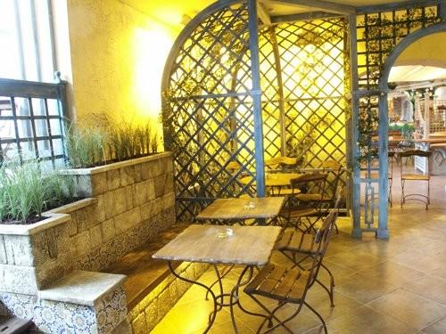 """Ресторан Грабли - фотография 9 - Кусочек зала в """"Граблях"""" на Алексеевской"""