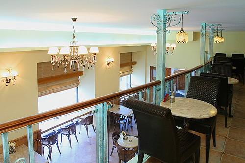 Ресторан Экспромт - фотография 4 - Балкон кофейни