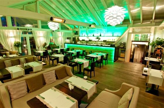 Ресторан Leningrad - фотография 9 - Зимний сад