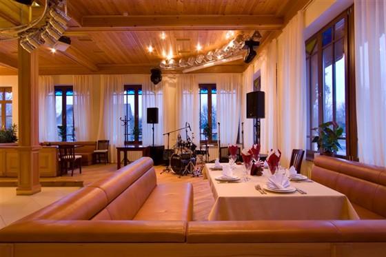 Ресторан Красный кабачок - фотография 3 - Зал. 2 этаж.