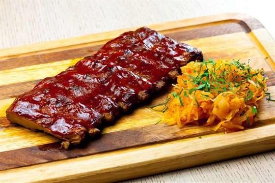 Ресторан Гриль-хофф - фотография 25 - Свиные ребра по-техасски в соусе барбекю с медом и табаско