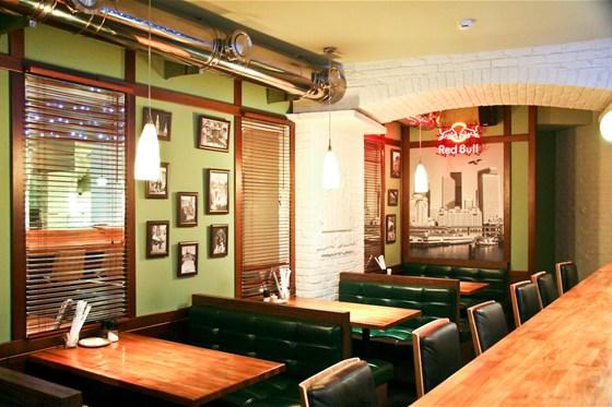 Ресторан Нью-Йорк - фотография 2 - зал для не курящих