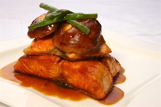Ресторан Sumosan - фотография 19 - Говяжья вырезка с острым мисо соусом, артишоком и грибами
