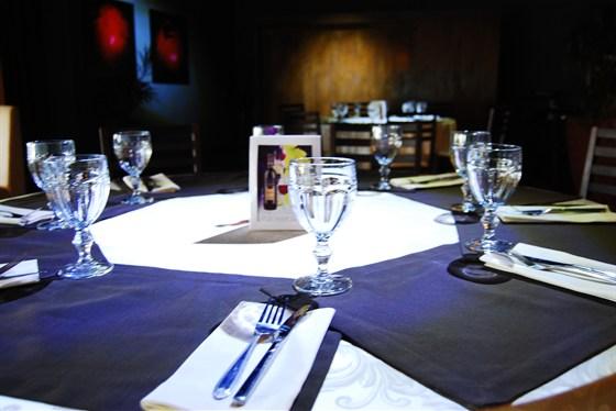 Ресторан Золотой барашек - фотография 8 - Круглый стол на восемь гостей.