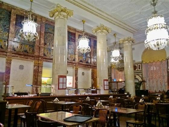 Ресторан Центральный - фотография 15 - Зал кафе