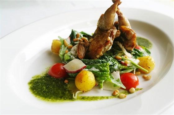 Ресторан Де Марко - фотография 33 - Салат с перепёлкой.