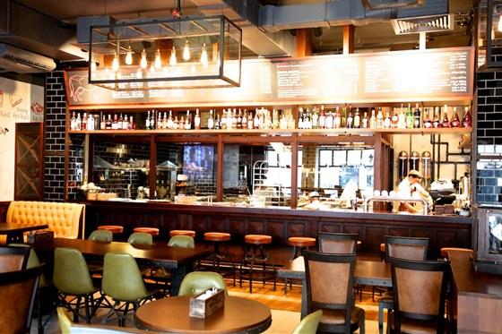 Ресторан Zinger Grill - фотография 2 - Бар и открытая кухня