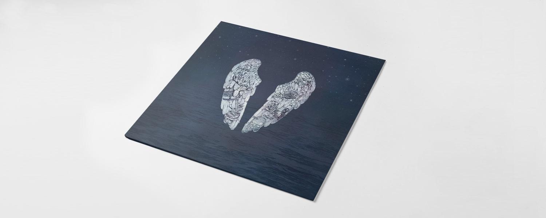 Ангельские крылья на обложке «Ghost Stories», в принципе, можно трактовать и как картину разлома двух половин одного целого
