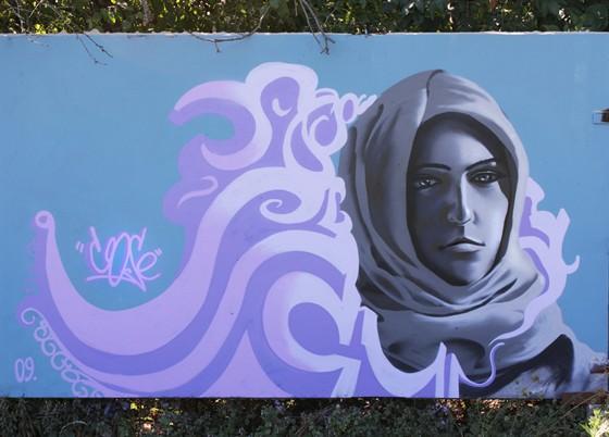 Фото стена граффити в «арбатском» дворике