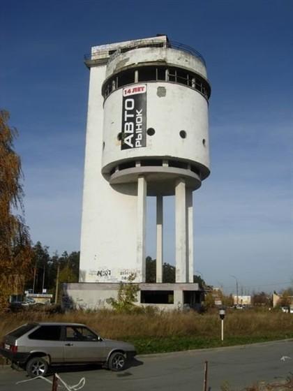 Фото белая башня (водонапорная башня на Уралмаше)