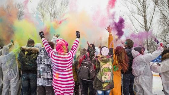 Фестиваль красок «ColorFest яркий лед»