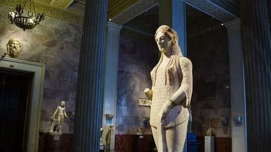 Архаическая статуя Коры. Выставка одного шедевра из Музея Акрополя